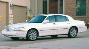 2003 lincoln town car specifications car specs auto123. Black Bedroom Furniture Sets. Home Design Ideas