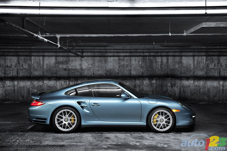 photoshoot sexy ice blue 2011 porsche 911 turbo s. Black Bedroom Furniture Sets. Home Design Ideas
