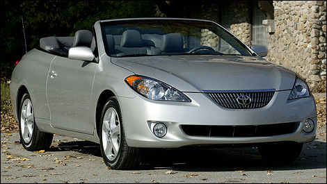 2004 Toyota Camry Solara front 3/4 view