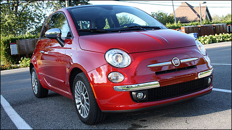 2012 Fiat 500 Lounge front 3/4 view