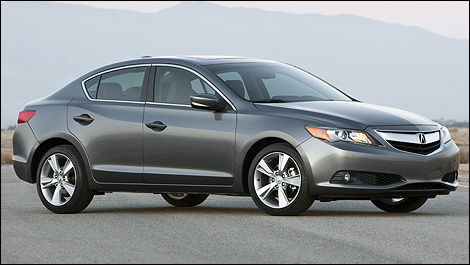 2013 Acura ILX front 3/4 view