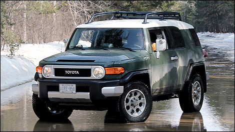 2012 Toyota FJ Cruiser front 3/4 view