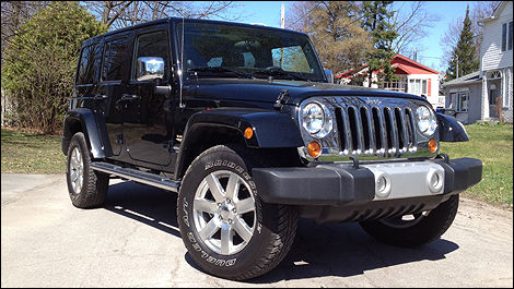 2012 Jeep Wrangler Unlimited Sahara front 3/4 view