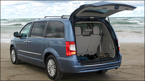 2012 chrysler town country limited review car news auto123. Black Bedroom Furniture Sets. Home Design Ideas