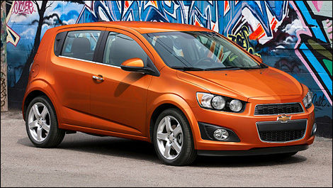 2013 Chevrolet Sonic front 3/4 view