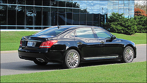 2014 Hyundai Equus Ultimate 3/4 view