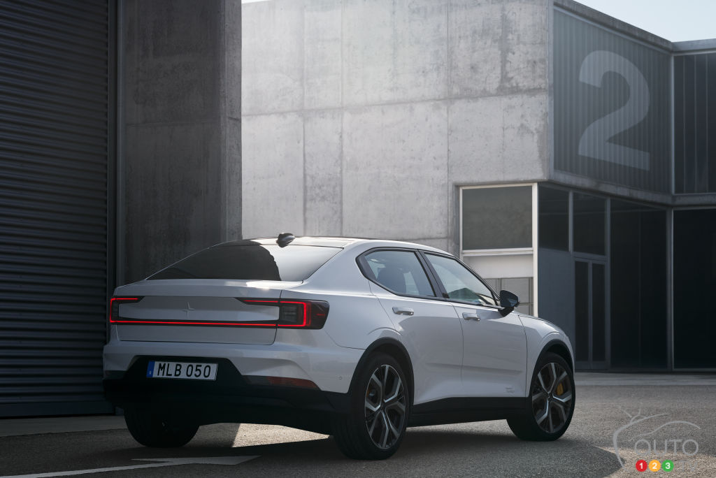 Volvo unveils the all-electric 5-seat Polestar 2 sedan