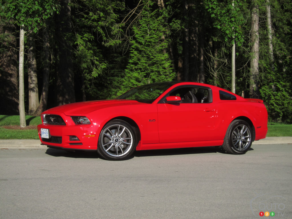 2013 ford mustang gt car reviews auto123. Black Bedroom Furniture Sets. Home Design Ideas