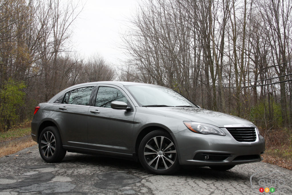 2013 Nissan Altima For Sale >> 2013 Chrysler 200 S | Car Reviews | Auto123