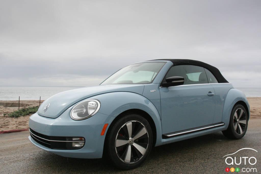volkswagen beetle d capotable 2013 actualit s automobile auto123. Black Bedroom Furniture Sets. Home Design Ideas
