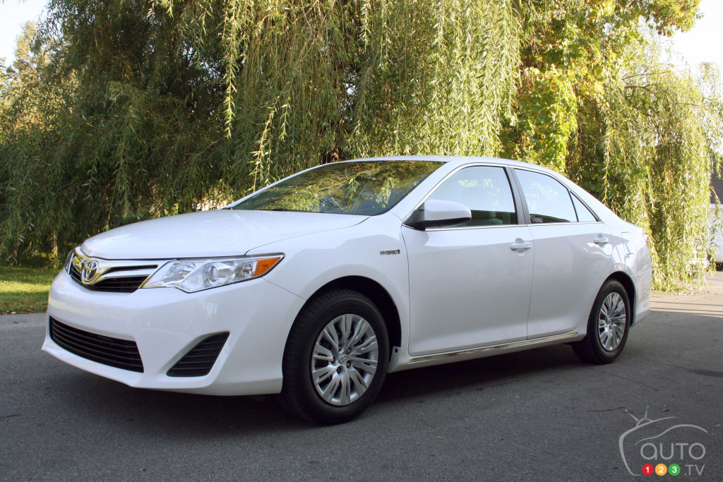 2012 toyota camry hybrid xle car reviews auto123. Black Bedroom Furniture Sets. Home Design Ideas