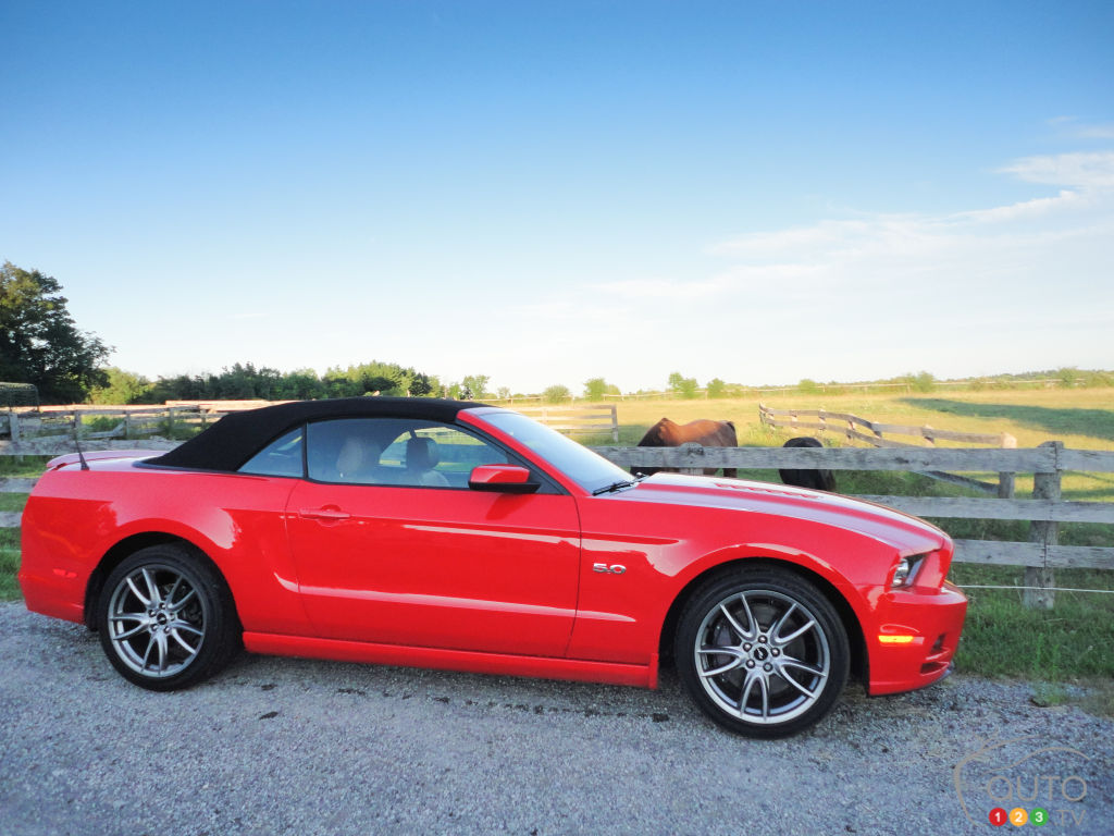 2013 ford mustang gt convertible car reviews auto123