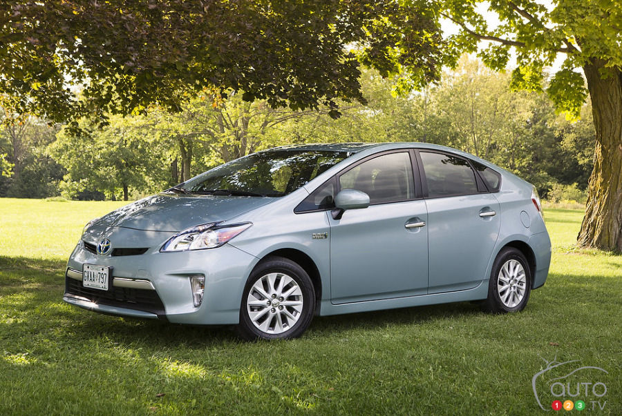 2013 toyota prius plug in hybrid review editor 39 s review car news auto123. Black Bedroom Furniture Sets. Home Design Ideas