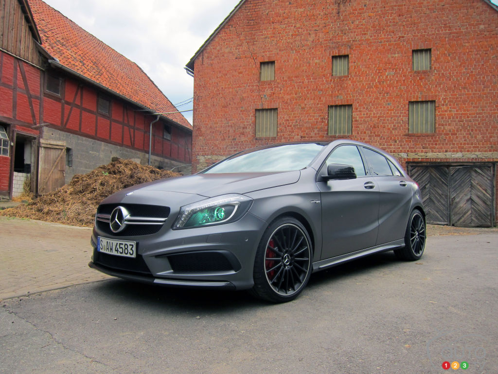 2014 mercedes benz a 45 amg 4matic car reviews auto123 for Mercedes benz a 45 amg 4matic