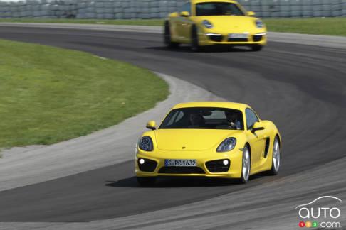 {u'fr': u'Porsche Cayman S 2014'}