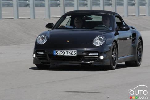 {u'fr': u'Porsche 911 Turbo S Cabriolet 2013'}