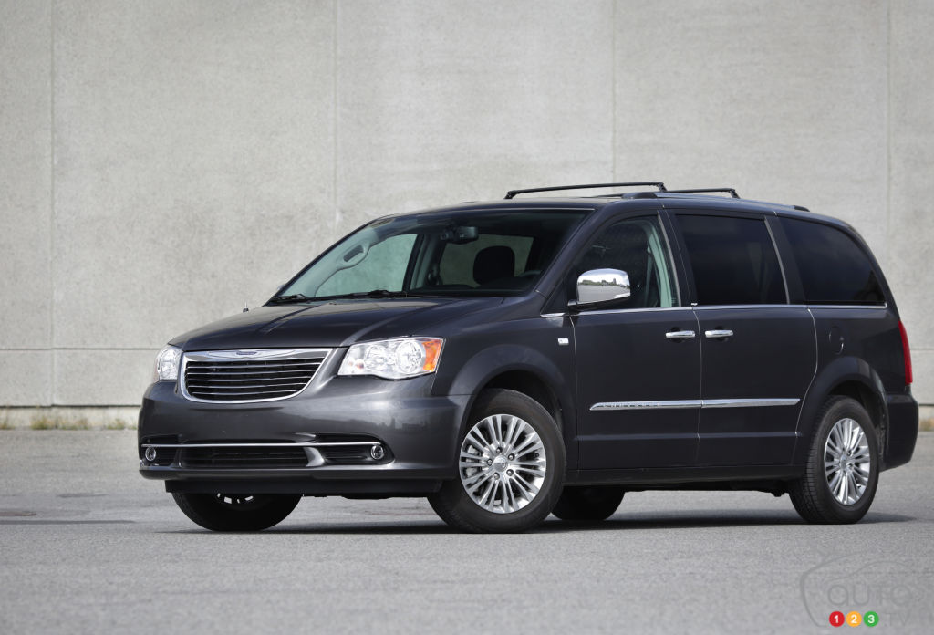 2014 Chrysler Town & Country Limited Review