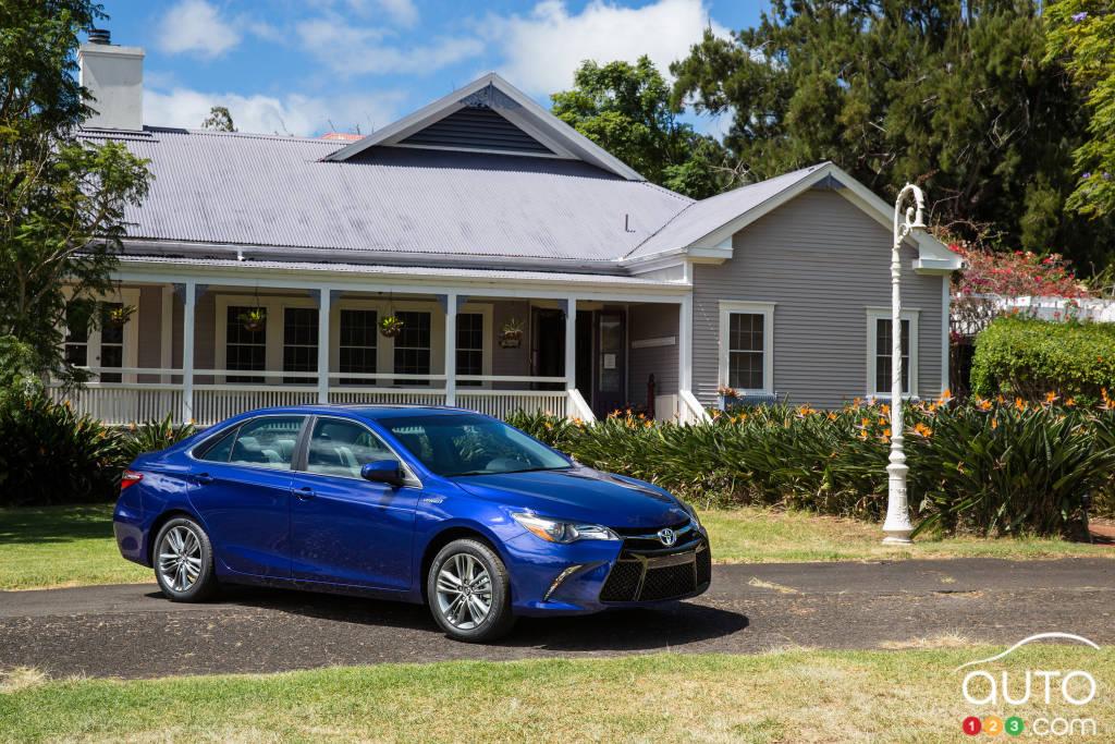 2015 Toyota Camry Hybrid First Impression