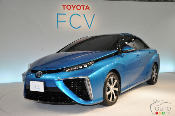 Toyota Mirai fuel cell sedan ready for launch (video)
