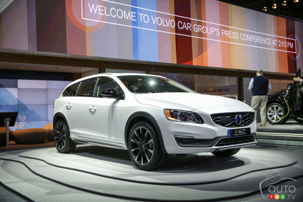 Los Angeles 2014: 2015 Volvo V60 Cross Country pictures
