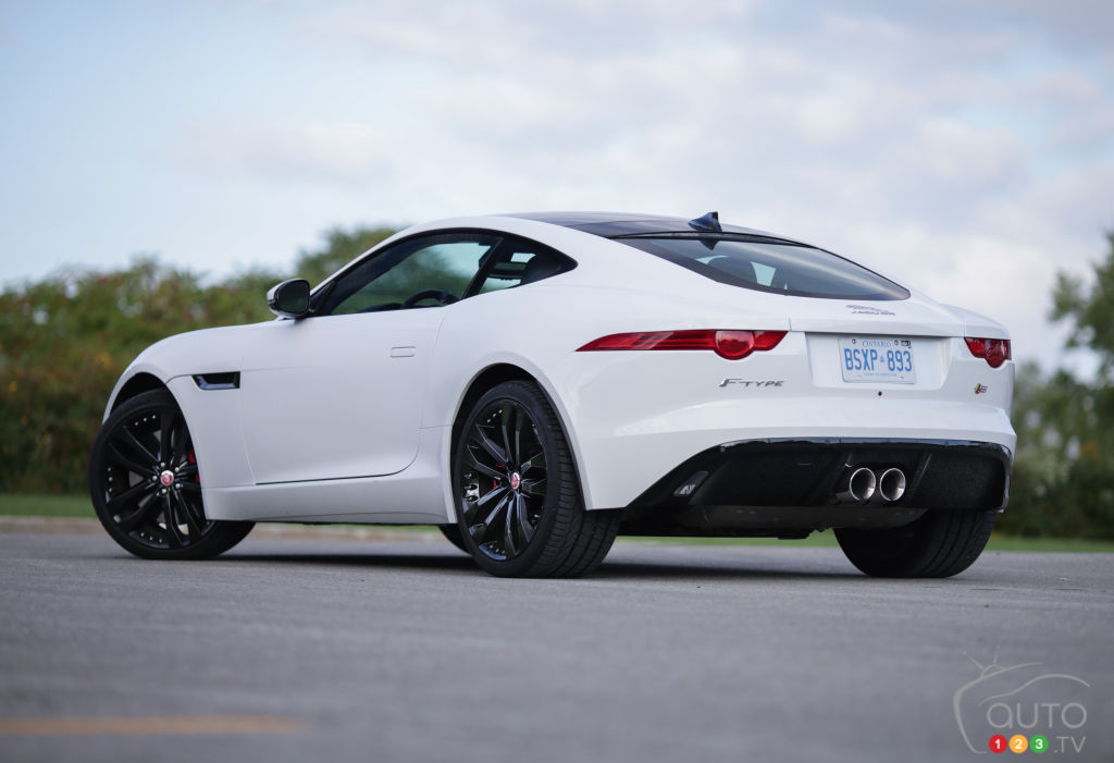 2015 jaguar f type s coupe review editor 39 s review car reviews auto123. Black Bedroom Furniture Sets. Home Design Ideas