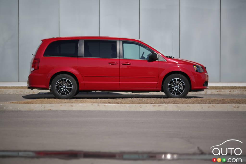 2014 dodge grand caravan sxt blacktop review editor 39 s review car news auto123. Black Bedroom Furniture Sets. Home Design Ideas