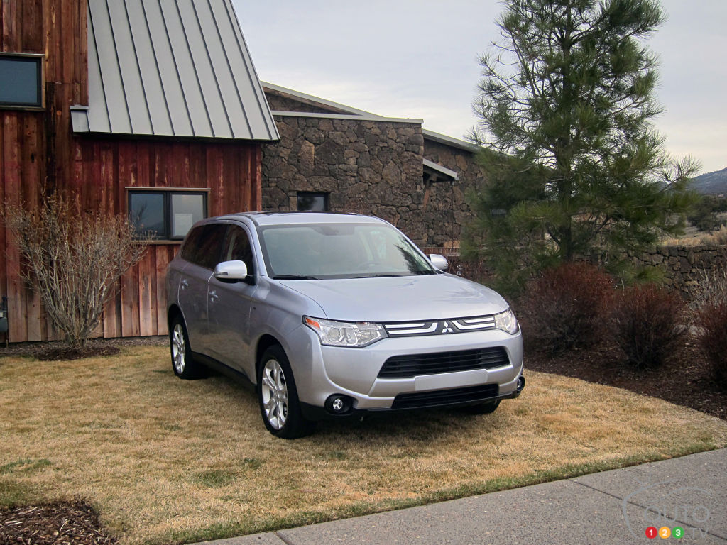 2014 Mitsubishi Outlander ES AWC Review Editoru0027s Review | Car Reviews |  Auto123