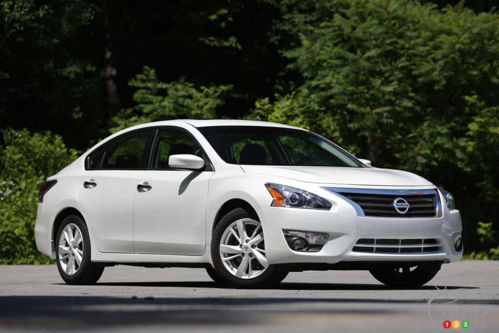 2014 nissan altima 2 5 sv review editor 39 s review car reviews auto123. Black Bedroom Furniture Sets. Home Design Ideas
