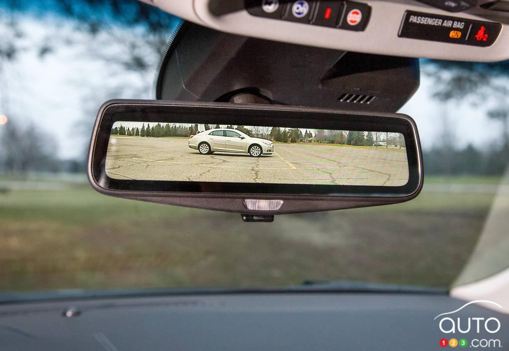 Cadillac CT6 2016 : de l'aluminium et un rétroviseur à vidéo en continu