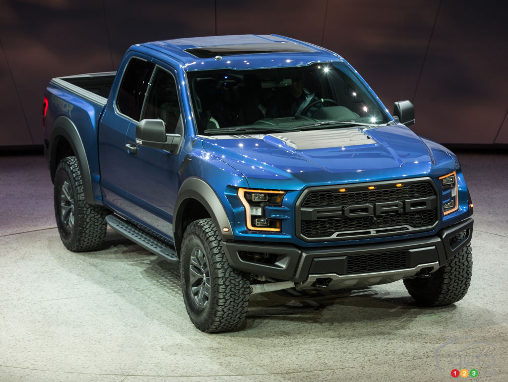 detroit 2015 ford amazes crowd with all new 2017 f 150. Black Bedroom Furniture Sets. Home Design Ideas