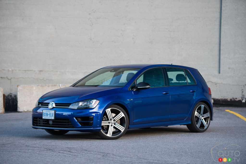 the 2016 volkswagen golf r put to the test on the track car reviews auto123. Black Bedroom Furniture Sets. Home Design Ideas