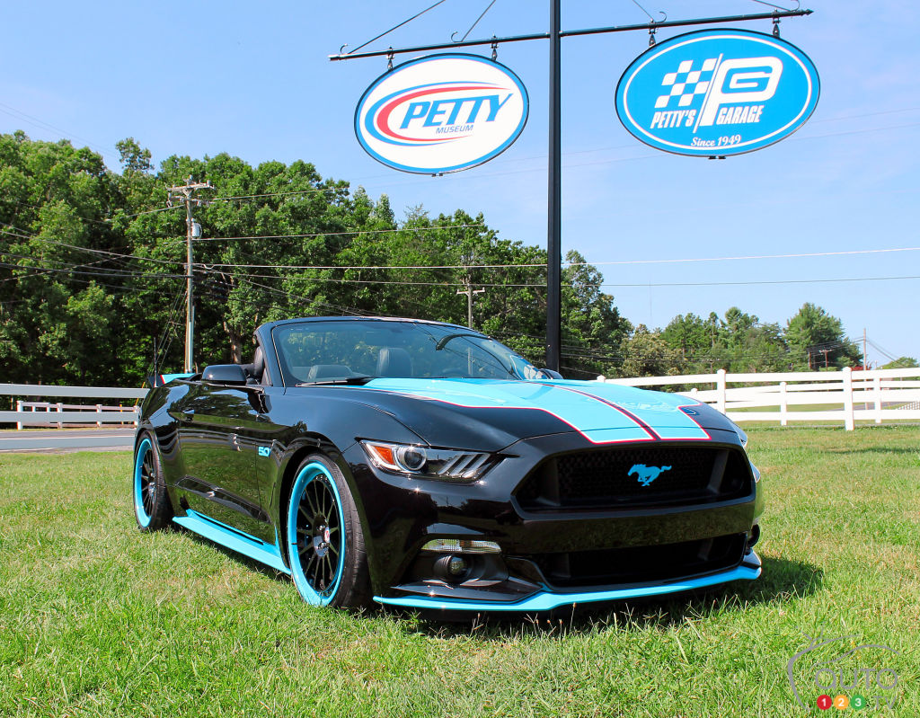 "2016 Ford Mustang GT ""King"" Edition gets 727 hp from Petty's Garage"