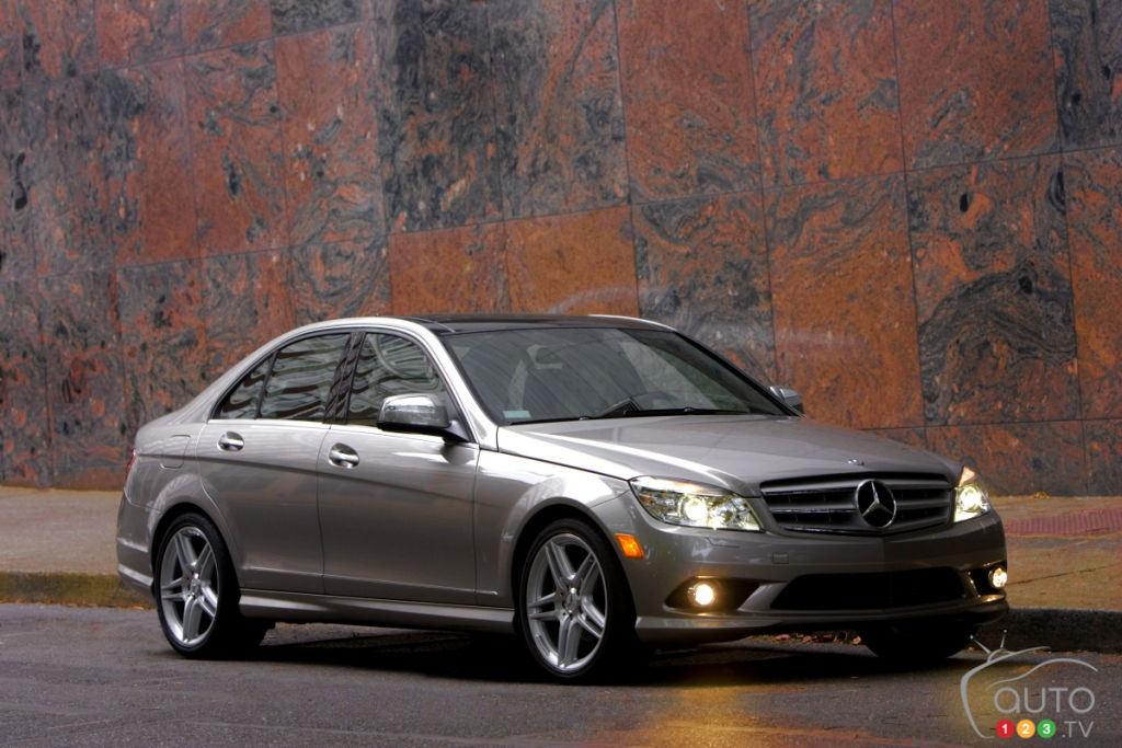mercedes benz recalls 126 260 cars in the u s car news. Black Bedroom Furniture Sets. Home Design Ideas