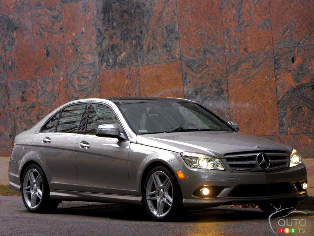 mercedes benz recalls 126 260 cars in the u s car news