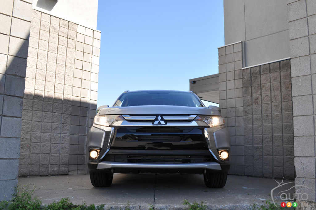 2016 Mitsubishi Outlander ES AWC Review