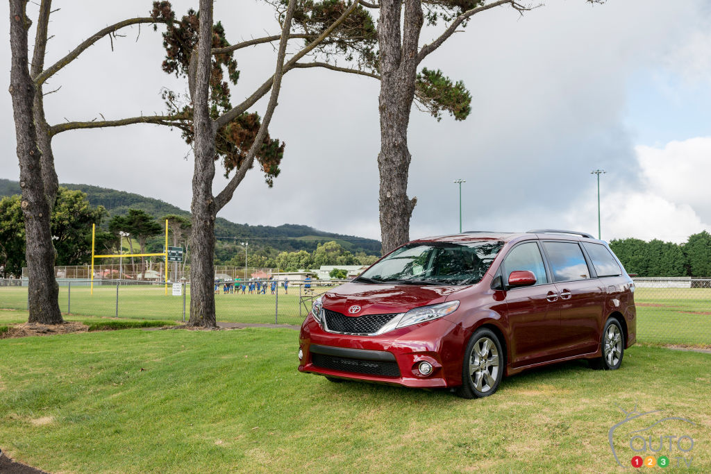 2015 Toyota Sienna SE Review