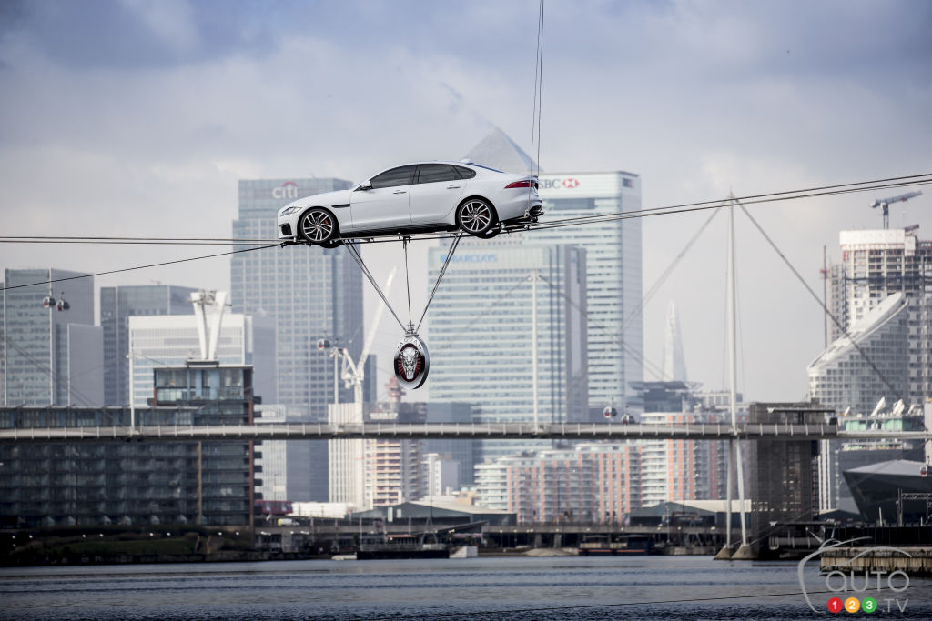 New 2016 Jaguar XF stuns London crowd Cirque du Soleil-style! (video)