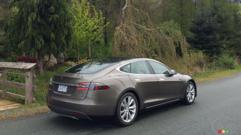 2015 Tesla Model S 70D First Impression