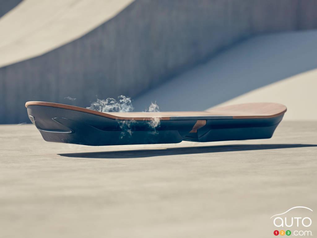 le hoverboard de retour vers le futur sign lexus. Black Bedroom Furniture Sets. Home Design Ideas
