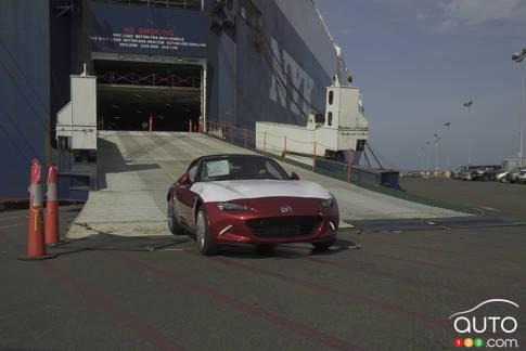 """{u'fr': u""""L'arriv\xe9e en sol nord-am\xe9ricain de la Mazda MX-5 2016""""}"""