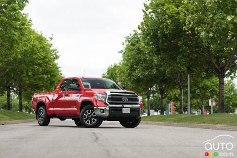 {u'en': u'Toyota Tundra 4x4 Cabine double SR 5,7 L TRD 2015'}