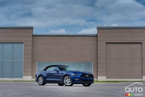 {u'en': u'2015 Ford Mustang GT Convertible'}