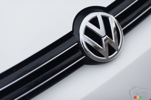 Volkswagen outsold Toyota in first half of 2015, grabs No. 1 spot