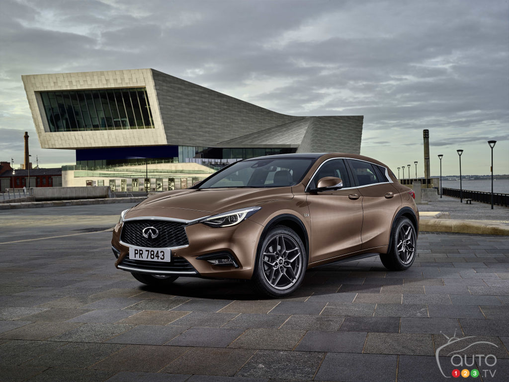 infiniti q30 premium active compact hatchback revealed. Black Bedroom Furniture Sets. Home Design Ideas