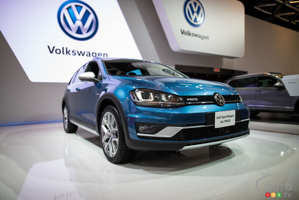 Montr al 2016 volkswagen golf sportwagon all track 2017 for Golf interieur montreal