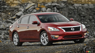 870,000 Nissan Altimas with faulty hood latch recalled