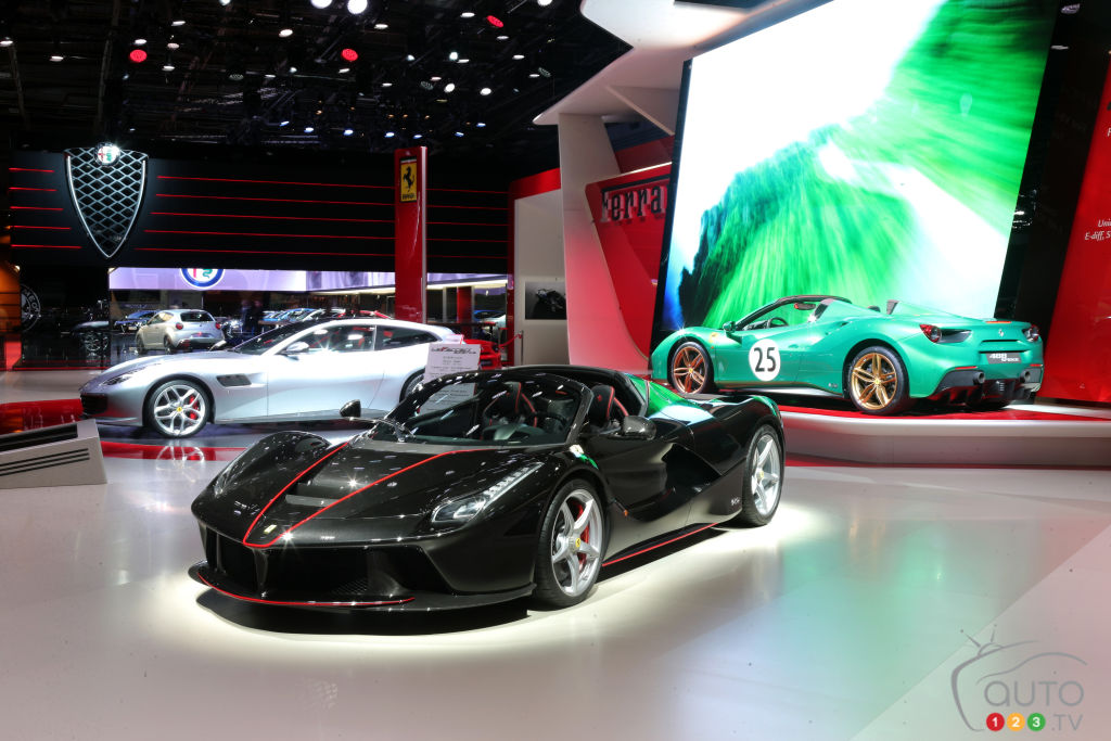 ferrari vole la vedette au mondial de l auto de paris 2016 actualit s automobile auto123. Black Bedroom Furniture Sets. Home Design Ideas