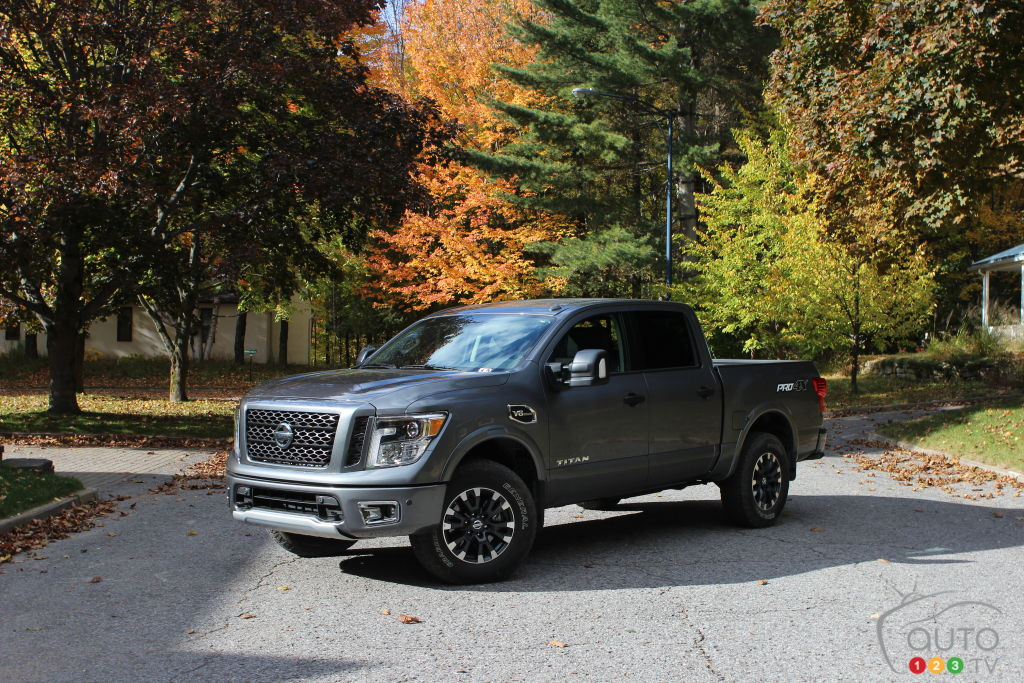 2017 nissan titan and titan xd first drive car reviews. Black Bedroom Furniture Sets. Home Design Ideas