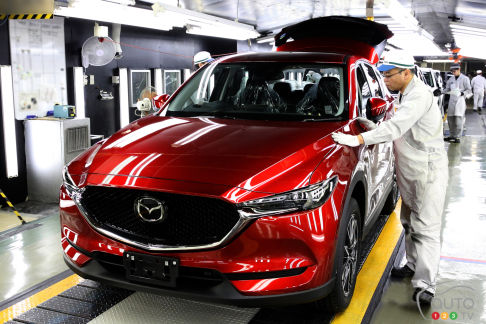 "{u'fr': u""Le tout nouveau Mazda CX-5 \xe0 l'usine Ujina 2 de Hiroshima""}"