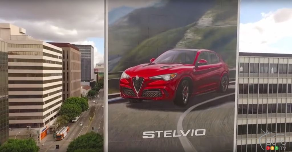 l alfa romeo stelvio se paie une affiche g ante l a. Black Bedroom Furniture Sets. Home Design Ideas